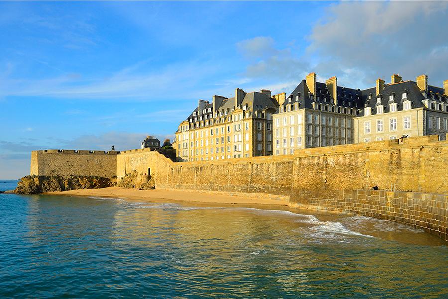 Storie di Saint-Malo - IL PANETTERIE CHE DAVA L'ALLARME - Mercure ...
